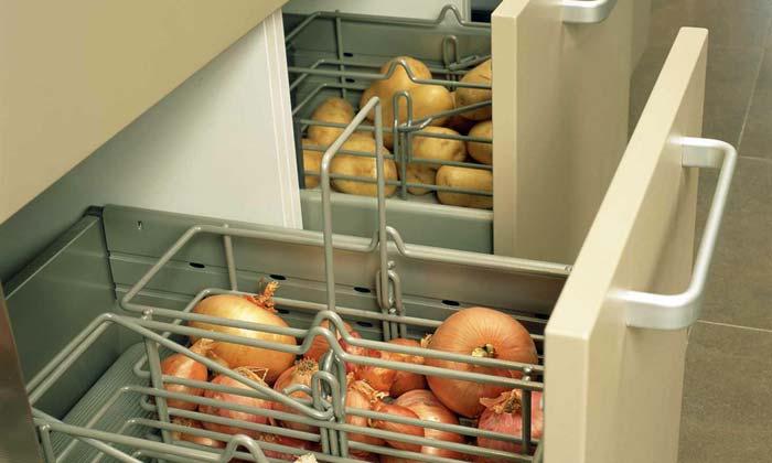 Хорошая идея для хранения овощей, не придется спускаться каждый раз в подвал.