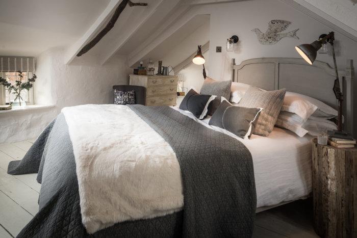 Спальня под соломенной крышей. | Фото: phiconcepts.co.uk.