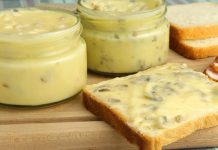 Плавленый сыр из творога с беконом и грибами за 20 минут
