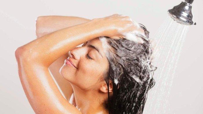 Частое мытье волос может им навредить. /Фото: vyborok.com