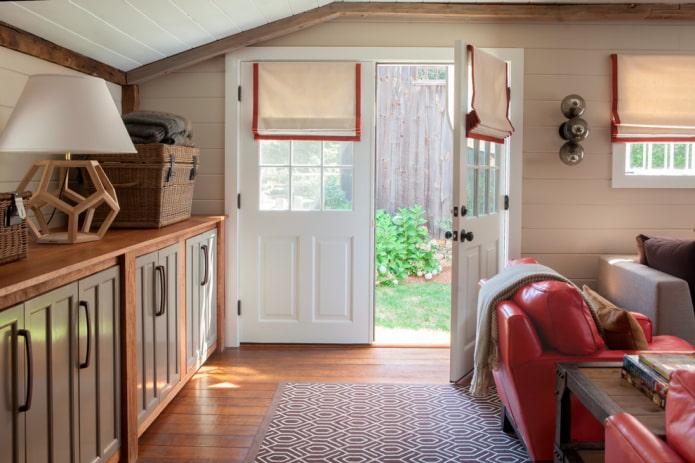 шторы на двери в интерьере