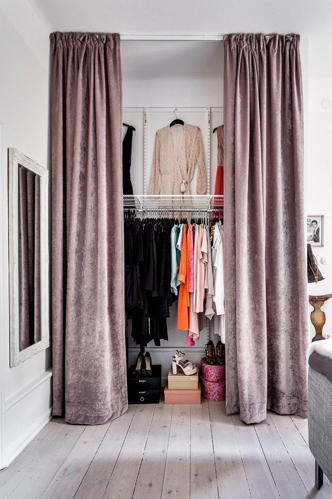 шторы на двери в интерьере гардеробной