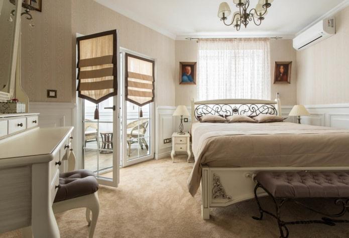 шторы на двери в интерьере спальни