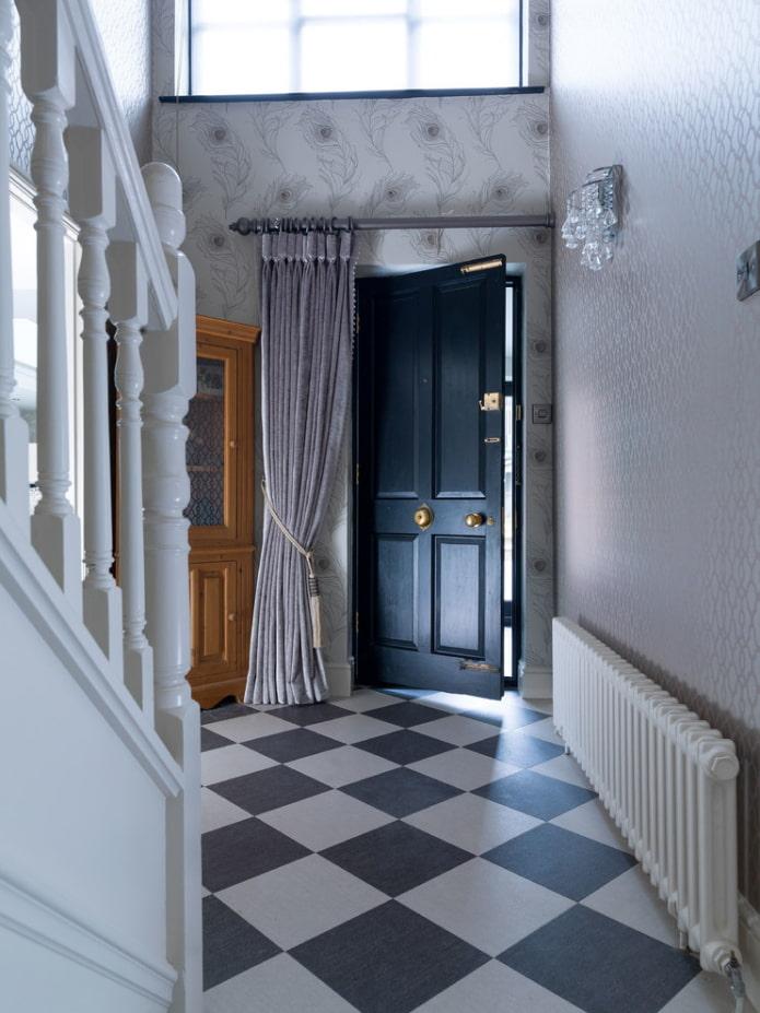 шторы на входной двери в интерьере