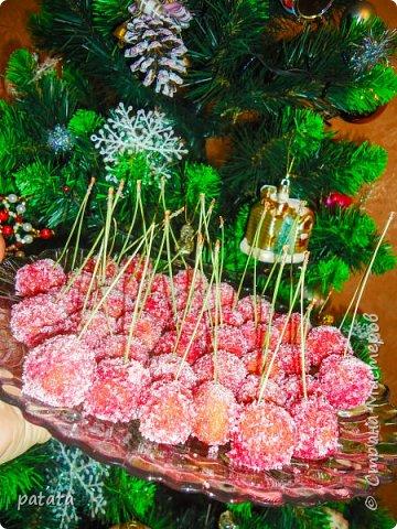 Оригинальные, праздничные и очень вкусные конфетки Зимняя вишня. Делаются совсем не сложно. Процесс приготовления очень нравится деткам. Только в их маленьких ладошках получаются идеальные вишенки. Рецепт внизу под всеми фото. фото 3