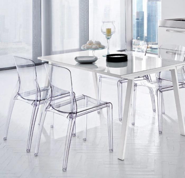 Пластиковая мебель для дома.   Фото: полезные советы.
