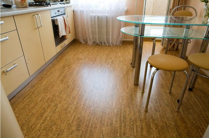 Линолеум на полу в кухне