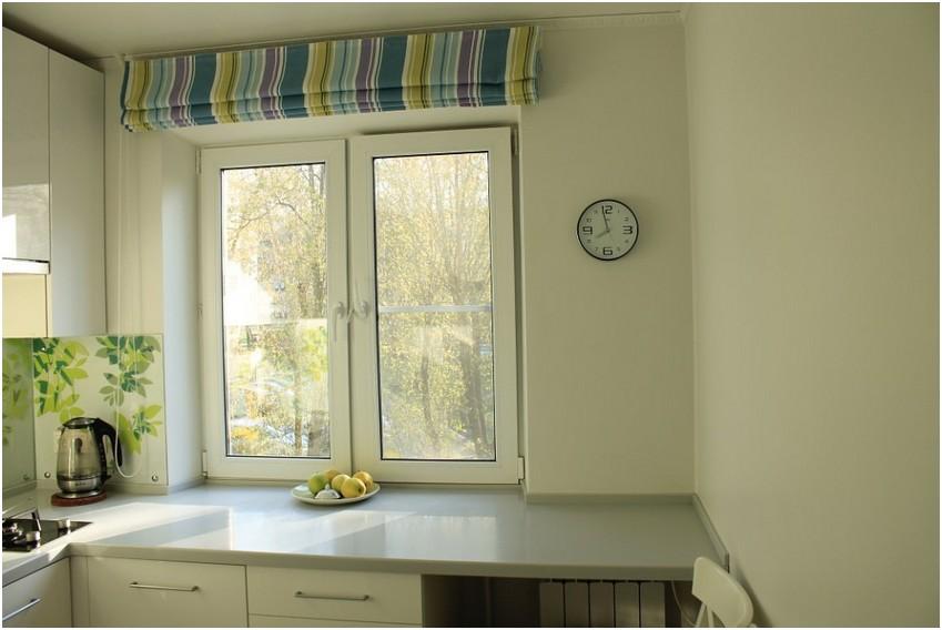 Оформление окна в небольшой кухне