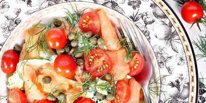 https://justcoolidea.ru/wp-content/uploads/2019/06/Salat-s-krasnoj-ryboj-kapersami-i-pomidorami-cherri.jpg