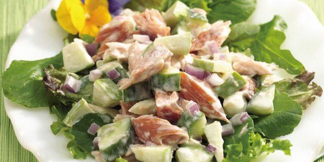 https://justcoolidea.ru/wp-content/uploads/2019/06/Salat-s-konservirovannoj-krasnoj-ryboj-nutom-i-paprikoj.jpg