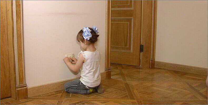 Как защитить розетки от детей.