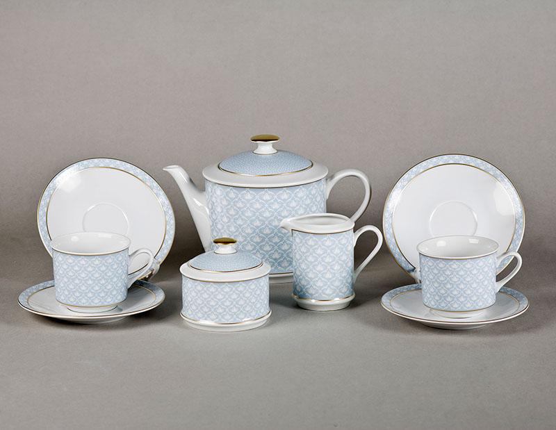 Чайные сервизы всегда бережно хранились бабушками и мамами и доставались лишь по особым случаям. Даже если одна чашка или блюдце терялись или разбивались, сервиз не было принято выбрасывать