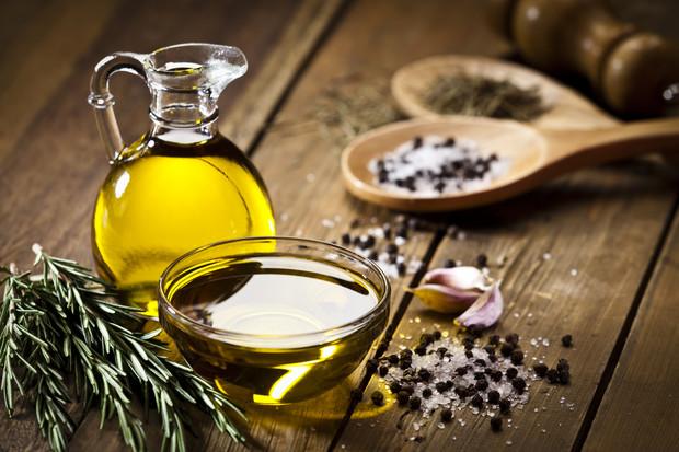 Фото №1 - Почему нельзя хранить растительное масло в шкафу на кухне