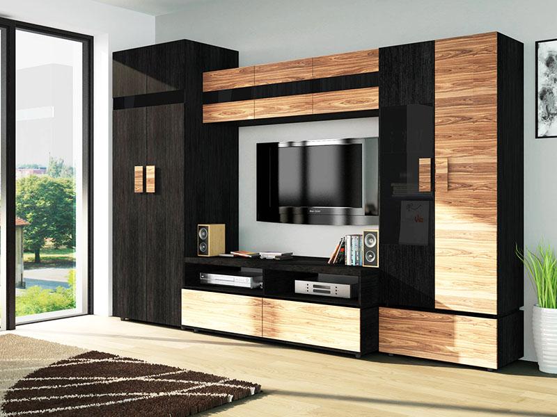 Огромные шкафы «стенки» также сильно удивляют иностранцев – такие дизайнерские решения им кажутся неудобными. Несмотря на то, что в России эти шкафы тоже выходят из моды, их всё еще можно встретить во многих домах