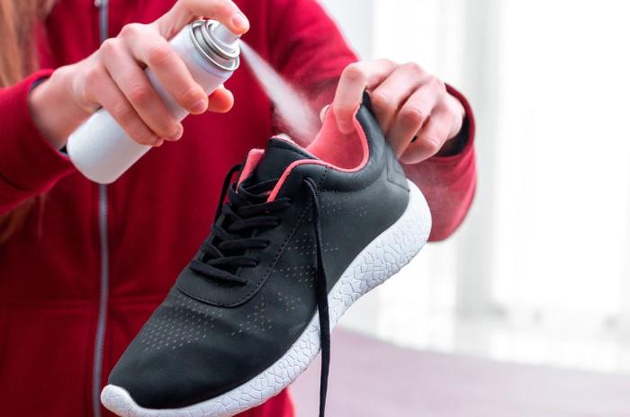 Дезодорант освежает обувь и убивает бактерии / Фото: images11.domashnyochag.ru