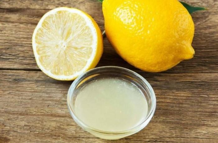 Лимонный сок поможет растворить и размягчить жвачку / Фото: ru174.ru