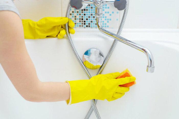 Перед использованием чистящих средств следует надеть защитные перчатки / Фото: mgorod.kz