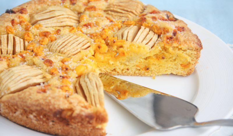 Пирог с облепихой и яблоками