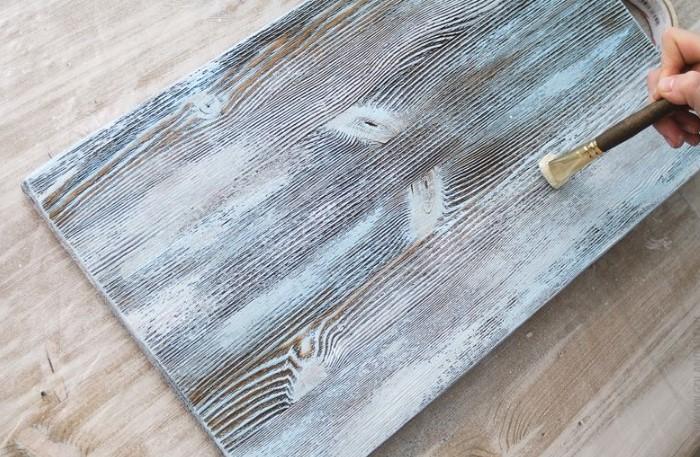 Покройте дерево железным раствором, и поверхность приобретет совсем другой вид / Фото: i.pinimg.com