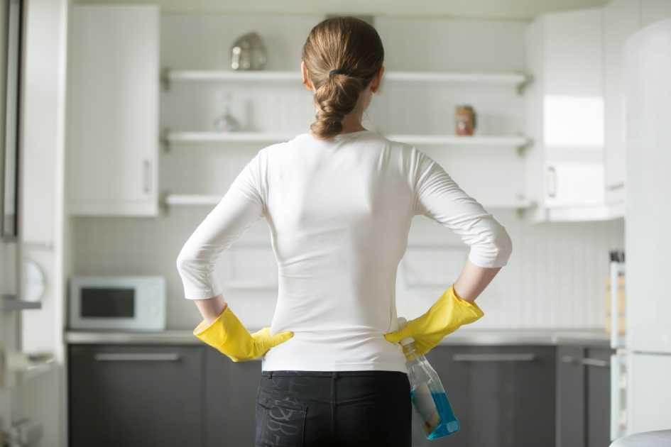 После мойки необходимо протирать поверхности сухим полотенцем
