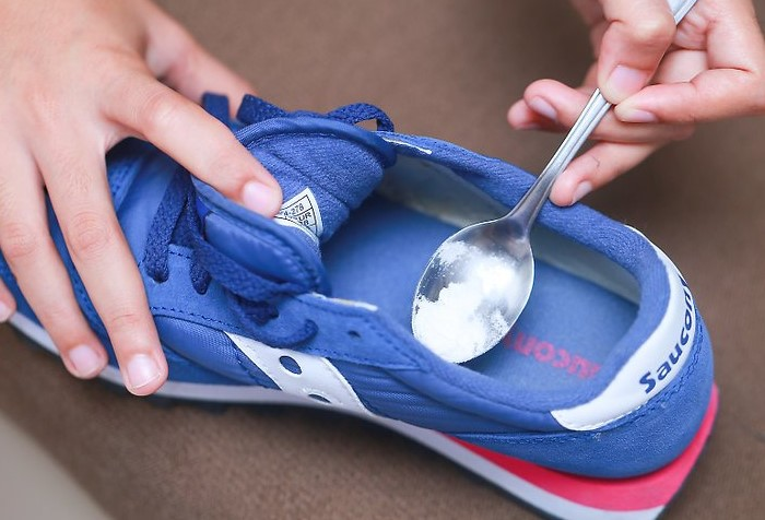 Сода поглощает влагу и уничтожает неприятный аромат / Фото: protkan.com