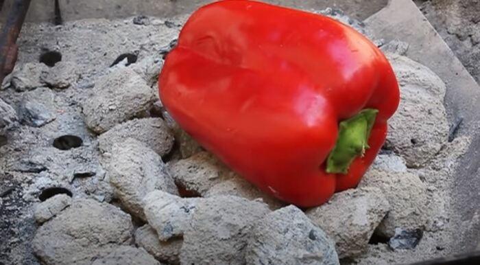 Все тоже самое делаем с перцами. /Фото: youtube.com.