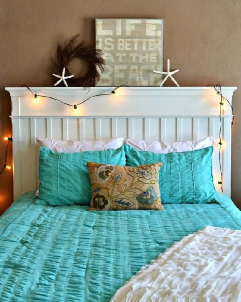https://prolife.ru.com/wp-content/uploads/2019/10/Christmas-Bedroom-Decorating-Ideas-27-1-Kindesign-1-799x1000.jpg