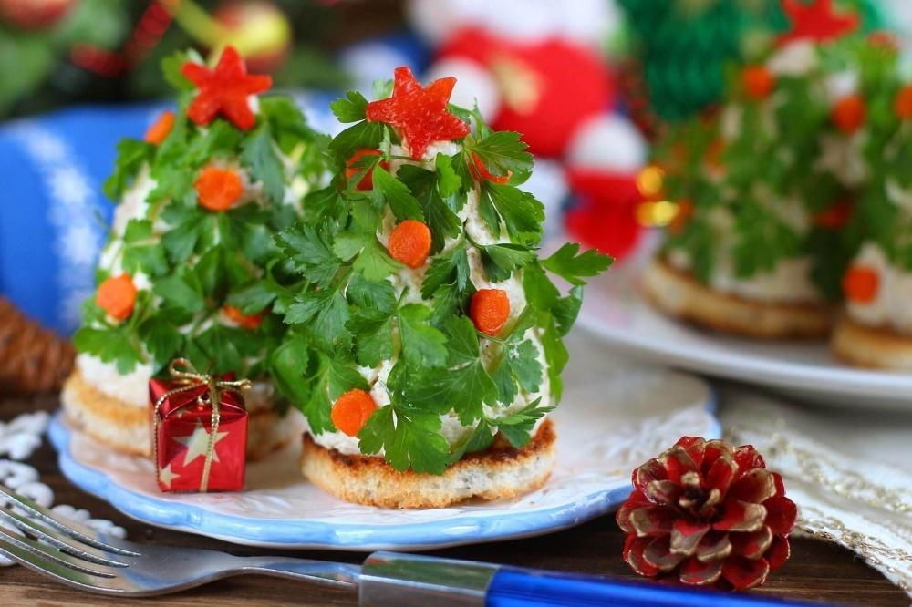 https://receptisalatov.com/content/recipes/613/main_b_portsionnyiy-salat-elochki.jpg