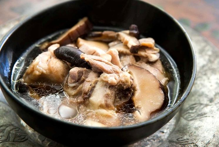 Куриный суп с грибами по-польски