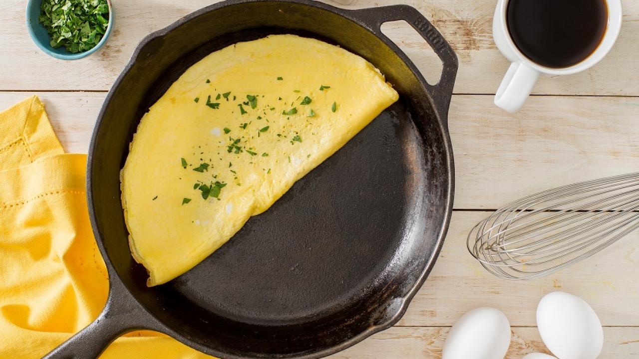 https://media.eggs.ca/assets/RecipePhotos/_resampled/FillWyIxMjgwIiwiNzIwIl0/Basic-Omelette-CMS.jpg