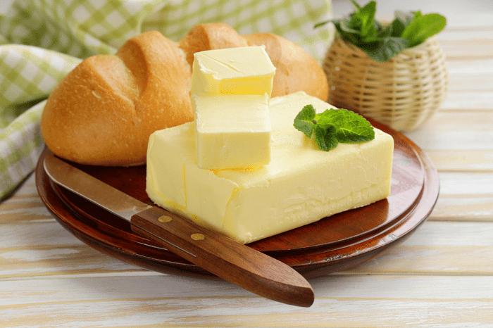 Сливочное масло делает блины слишком жирными. / Фото: sokovoz.ru